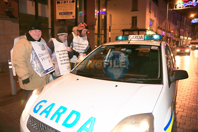 Garda Stg Donal McGivern gets in the festive mood with the supporters taking part in the Drogheda homeless aid sleepout.<br /> Picture www.newsfile.ie