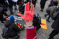 """Prof. Dr. Kristina Wolff, Initiatorin der """"Petition SaveXX – Stoppt das Toeten von Frauen"""" organisierte am Mittwoch den 13. November 2019 in Zusammenarbeit der Frauenrechtsorganisation """"Terre des femmes"""" eine Kundgebung zum Gedenken an ueber 140 in Deutschland ermordete Frauen im Jahr 2019. Sie forderte die Bundesregierung zu konsequenterem Handeln auf und haerter gegen toedliche Gewalt gegen Frauen vorzugehen.<br /> Als """"Stoppzeichen"""" hielten die Teilnehmerinnen rot bemalte Haende hoch.<br /> 13.11.2019, Berlin<br /> Copyright: Christian-Ditsch.de<br /> [Inhaltsveraendernde Manipulation des Fotos nur nach ausdruecklicher Genehmigung des Fotografen. Vereinbarungen ueber Abtretung von Persoenlichkeitsrechten/Model Release der abgebildeten Person/Personen liegen nicht vor. NO MODEL RELEASE! Nur fuer Redaktionelle Zwecke. Don't publish without copyright Christian-Ditsch.de, Veroeffentlichung nur mit Fotografennennung, sowie gegen Honorar, MwSt. und Beleg. Konto: I N G - D i B a, IBAN DE58500105175400192269, BIC INGDDEFFXXX, Kontakt: post@christian-ditsch.de<br /> Bei der Bearbeitung der Dateiinformationen darf die Urheberkennzeichnung in den EXIF- und  IPTC-Daten nicht entfernt werden, diese sind in digitalen Medien nach §95c UrhG rechtlich geschuetzt. Der Urhebervermerk wird gemaess §13 UrhG verlangt.]"""
