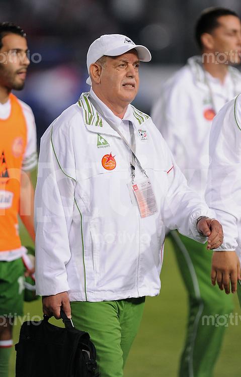 Fussball International   WM  2010  Qualifikation  Afrika  14.11.2009 Aegypten - Algerien ALG Trainer Rabah SAADANE mit Tasche