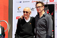 Stan Lee und James Gunn bei Stan Lee's Hand and Footprints Ceremony am TCL Chinese Theatre Hollywood. Los Angeles, 18.07.2017