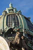 """Europe/République Tchèque/Prague: La Maison Municipale-Edifice Art Nouveau qui se dresse  à l'emplacement de l'ancien Palais Royal- Détail de la Façade """"Hommage à Prague"""" par Karel Spillar [Non destiné à un usage publicitaire - Not intended for an advertising use]"""