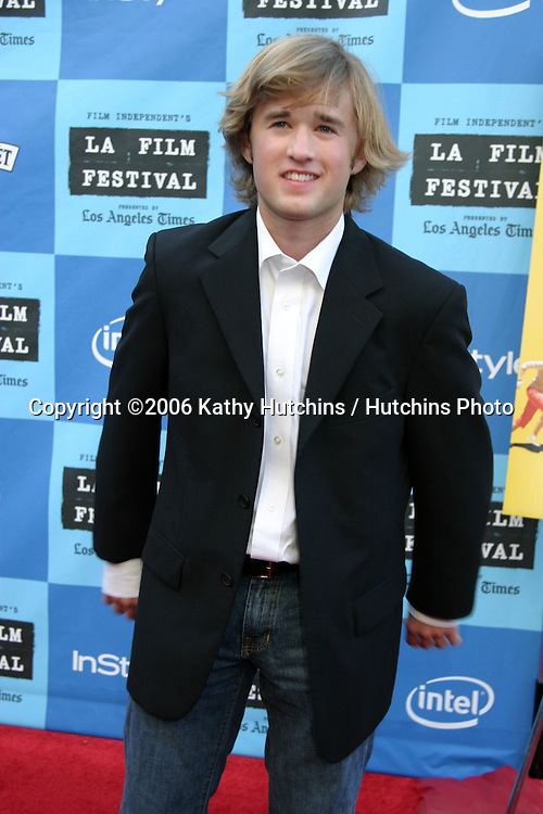 "Haley Joel Osment.""Little Miss Sunshine"" Premiere.Wadsworth Theater.Westwood, CA.July 2, 2006.©2006 Kathy Hutchins / Hutchins Photo...."