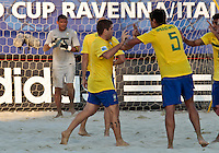 RAVENNA, ITALIA, 10 DE SETEMBRO 2011 - MUNDIAL BEACH SOCCER / BRASIL X PORTUGAL - jogadores do Brasil, comemorao gol durante a partida contra Portugal , válida pela semi-final do Mundial de Futebol de Areiano Estádio Del Mare, em Ravenna, na Itália, neste sábado (10).FOTO: VANESSA CARVALHO - NEWS FREE