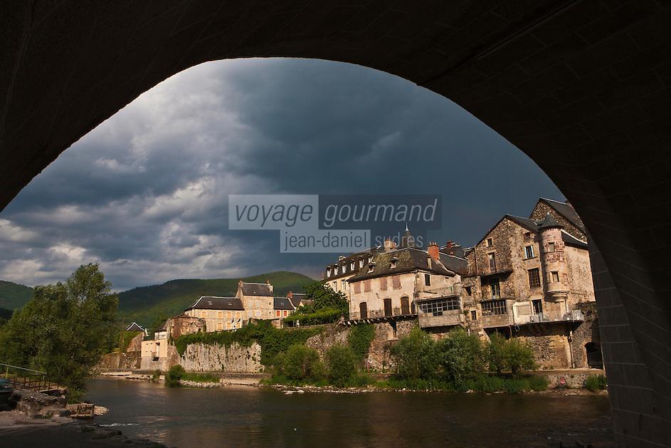 Europe/France/Midi-Pyrénées/12/Aveyron/Saint-Geniez-d'Olt: Le village médiéval sur les bords du Lot