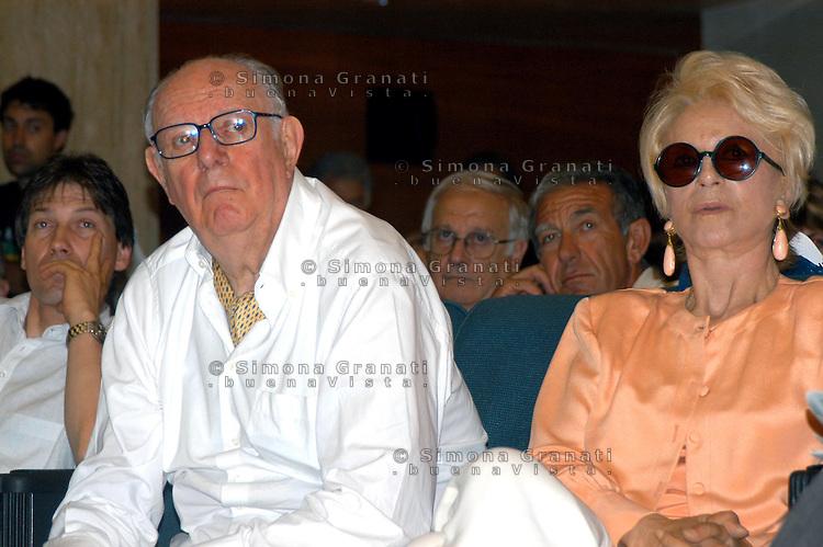 RRoma 15 Luglio 2006..Assemblea contro la guerra in Iraq e Afghanistan. Dario Fo e Franca Rame.