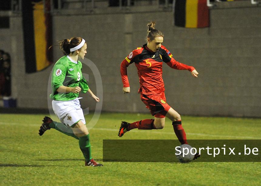 UEFA Women's Euro Qualifying group stage (Group 3) -  KFC Dessel - Armand Melis Stadion : BELGIUM -Northern Ireland ( Belgie - Noord Ierland ) : Lorca Van De Putte aan de bal voor Simone Magill..foto DAVID CATRY / Vrouwenteam.be / Loft6.be