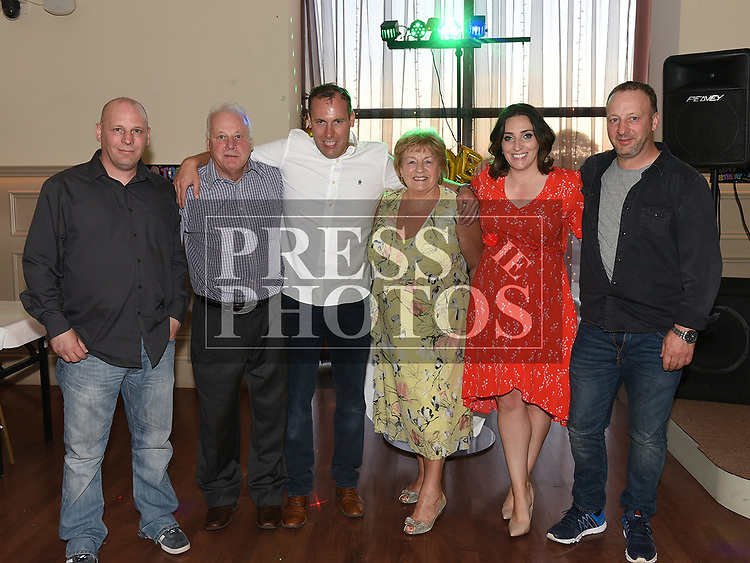 paul Scanlon celebrating his 40th birthday with parents Ray and Joan, brothers Mark and David and sister Stephanie in The Thatch. Photo:Colin Bell/pressphotos.ie