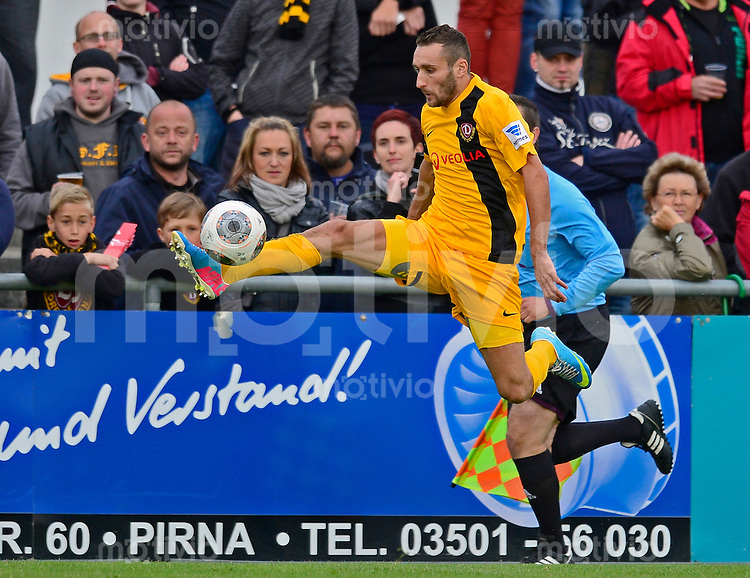 Fussball, 2. Bundesliga, Saison 2013/14, SG Dynamo Dresden, Testspiel, Vfl Pirna Copitz - SG Dynamo Dresden, Mittwoch (26.06.13). Dresdens Idir Ouali am Ball.