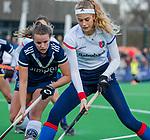 AMSTELVEEN - Yibbi Jansen (SCHC) met Dana Luijkx (Pinoke) tijdens de competitie hoofdklasse hockeywedstrijd dames, Pinoke-SCHC (1-8) . COPYRIGHT KOEN SUYK