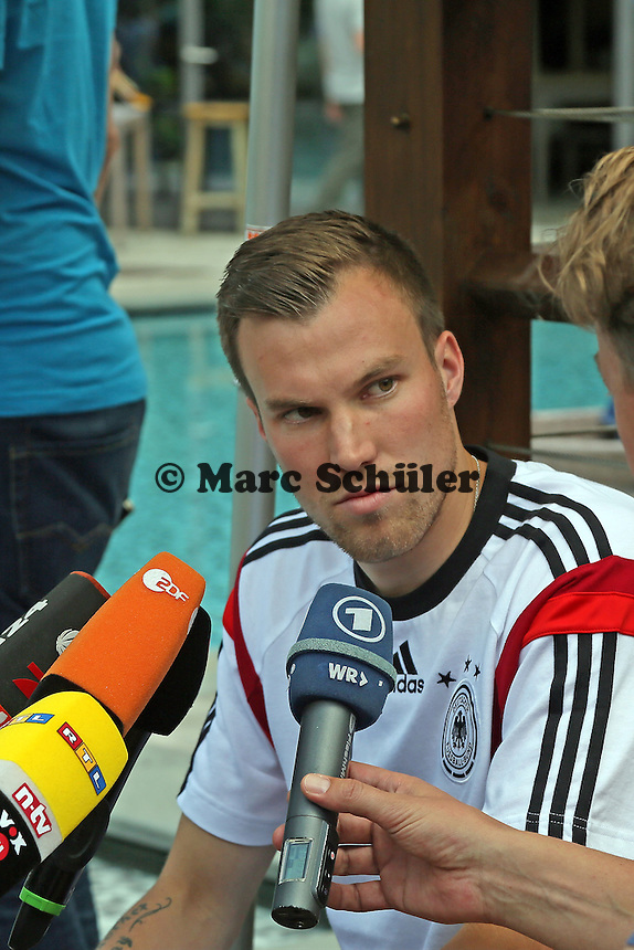 Kevin Großkreutz nach dem Skandal im medialen Interesse - Media Day der Deutschen Nationalmannschaft zur WM-Vorbereitung in St. Martin