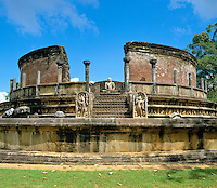 Sri Lanka, Polonnaruwa: entrance to Vatadage, buddhist temple - UNESCO World Heritage site | Sri Lanka, Polonnaruwa: Eingang zur Vatadage - buddhistische Tempelanlage - UNESCO Weltkulturerbe