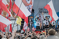"Team Sunweb/Michael Matthews (AUS/Sunweb) greeting the crowd<br /> <br /> ""Le Grand Départ"" <br /> 104th Tour de France 2017 <br /> Team Presentation in Düsseldorf/Germany"