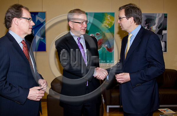BRUSSELS - BELGIUM - 22 MARCH 2011 -- Mikko PUKKINEN (le), Director General of the Confederation of Finnish Industries - EK, Olli REHN (Fin.), European Commissioner, in charge of Economic and Monetary Affairs and Ole JOHANSSON, CEO of Wärtsilä Oyj and President of the Board of the Confederation of Finnish Industries - EK. -- PHOTO: Juha ROININEN / EUP-Images.