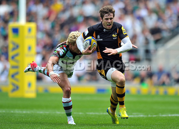 Elliot Daly goes on the attack. Aviva Premiership Double Header match, between London Wasps and Harlequins on September 1, 2012 at Twickenham Stadium in London, England. Photo by: Patrick Khachfe / Onside Images