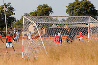 "Afrika Mali Fussball im Dorf - Sport xagndaz | .Western Africa Mali football game in village - sports.| [ copyright (c) Joerg Boethling / agenda , Veroeffentlichung nur gegen Honorar und Belegexemplar an / publication only with royalties and copy to:  agenda PG   Rothestr. 66   Germany D-22765 Hamburg   ph. ++49 40 391 907 14   e-mail: boethling@agenda-fototext.de   www.agenda-fototext.de   Bank: Hamburger Sparkasse  BLZ 200 505 50  Kto. 1281 120 178   IBAN: DE96 2005 0550 1281 1201 78   BIC: ""HASPDEHH"" ,  WEITERE MOTIVE ZU DIESEM THEMA SIND VORHANDEN!! MORE PICTURES ON THIS SUBJECT AVAILABLE!!  ] [#0,26,121#]"