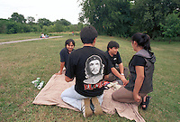 - South American immigrates of Milan (above all Peruvian and Bolivian) meet every Sunday in a park (said Park of the Roses) to the periphery south of Milan, in order to dance, to listen music, to soccer play and drink<br /> <br /> - gli immigrati sudamericani di Milano (soprattutto peruviani e boliviani) si trovano ogni domenica in un parco (detto Parco delle Rose) alla periferia sud di Milano, per ballare, ascoltare musica, giocare a calcio e bere