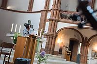 Gottesdienst der Evangelischen Kirchengemeinde Prenzlauer Berg Nord am Freitag den 13. Juli 2018 in der Gethsemanekirche in Berlin, bei dem des 2017 verstorbenen chinesischen Friedensnobelpreistraegers Liu Xiaobo gedacht wird. Urspruenglich sollte auch fuer die Freilassung der Witwe von Liu Xiaobo gebetet werden. Anfang der Woche wurde die Kuenstlerin und Autorin Liu Xia nach acht Jahren aus ihrem Hausarrest entlassen und flog nach Deutschland.<br /> Mit anwesend bei dem Gottesdienst waren der Liedermacher Wolf Biermann und die Schriftstellerin Herta Mueller sowie die Autorin und Vorsitzende des PEN Centers in Taipei Tienchi Martin-Liao und der chinesische Schriftsteller Liao Yiwu. Biermann und Mueller gehoeren zu einer Gruppe von Unterstuetzern, die sich fuer die Ausreise Liu Xias einsetzten.<br /> Im Bild: Herta Mueller. <br /> 13.7.2018, Berlin<br /> Copyright: Christian-Ditsch.de<br /> [Inhaltsveraendernde Manipulation des Fotos nur nach ausdruecklicher Genehmigung des Fotografen. Vereinbarungen ueber Abtretung von Persoenlichkeitsrechten/Model Release der abgebildeten Person/Personen liegen nicht vor. NO MODEL RELEASE! Nur fuer Redaktionelle Zwecke. Don't publish without copyright Christian-Ditsch.de, Veroeffentlichung nur mit Fotografennennung, sowie gegen Honorar, MwSt. und Beleg. Konto: I N G - D i B a, IBAN DE58500105175400192269, BIC INGDDEFFXXX, Kontakt: post@christian-ditsch.de<br /> Bei der Bearbeitung der Dateiinformationen darf die Urheberkennzeichnung in den EXIF- und  IPTC-Daten nicht entfernt werden, diese sind in digitalen Medien nach §95c UrhG rechtlich geschuetzt. Der Urhebervermerk wird gemaess §13 UrhG verlangt.]
