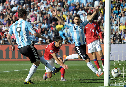 Gonzalo Higuain (L) of Argentina scores the 3-1 FIFA World Cup 2010 group B match between Argentina and South Korea at Soccer City Stadium in Johannesburg, South Africa 17 June 2010.