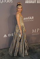 NEW YORK, NY - FEBRUARY 07:  Sienna Miller attends the 2018 amFAR New York Gala at cipriani Wall Street on February 7, 2018 in New York City.  <br /> CAP/MPI/JP<br /> &copy;JP/MPI/Capital Pictures