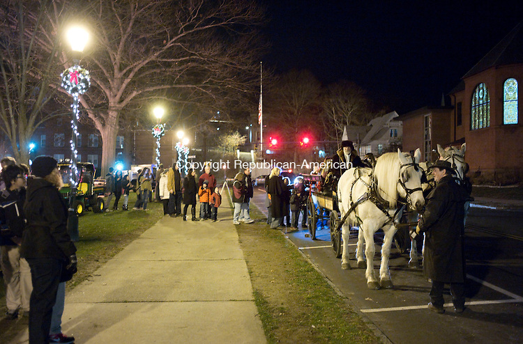 Naugatuck, CT- 07 December 2015-120715CM02- A horse drawn carriage from Allegra Farm, East Haddam, CT waits to take folks around downtown during a tree lighting on the Naugatuck Green on Monday.      Christopher Massa Republican-American
