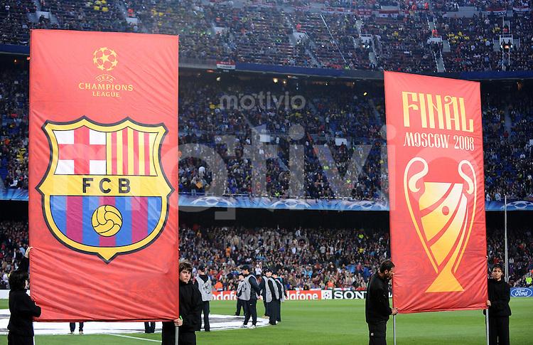 Fussball  Champions League   Viertelfinale   Saison 2007/2008   23.04.2008 FC Barcelona -  Manchester United                          Barca Vereinswappen (li) und das Finalsymbol Moskau 2008