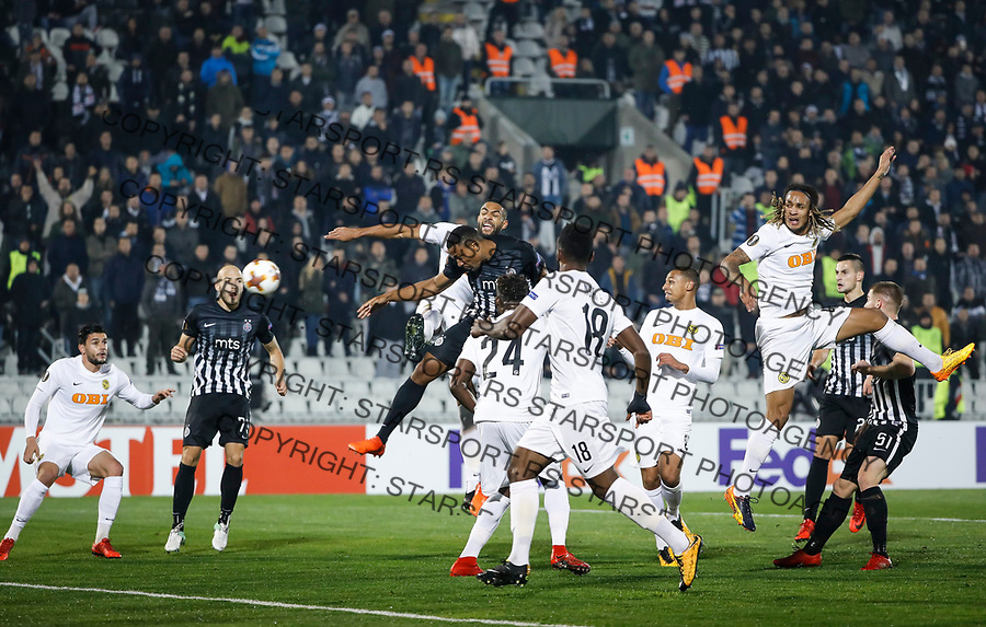 BELGRADE, SERBIA - NOVEMBER 23: Leandre Tawamba (C) of Partizan scores the goal between Kassim Adams Nuhu (R) and Gregory Wuthrich (L) of Young Boys during the UEFA Europa League group B match between Partizan and BSC Young Boys at Stadium Partizan on November 23, 2017 in Belgrade, Serbia. (Photo by Srdjan Stevanovic/Getty Images)