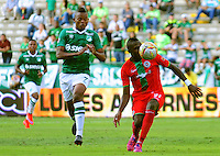 CALI -COLOMBIA, 02-07-2016. Harold Preciado (Izq.) jugador del Deportivo Cali  disputa el balón con Juan Carabali (Der.) del Cortuluá  durante encuentro  por la fecha 1 de la Liga Aguila II 2016 disputado en el estadio del Deportivo Cali en Palmaseca./ Harold Preciado (L) player of Deportivo Cali fights for the ball with Juan Carabali (R) player of Cortulua during match for the date 1 of the Aguila League II 2016 played at Deportivo Cali  stadium in Palmaseca. Photo:VizzorImage / Nelson Rios  / Cont