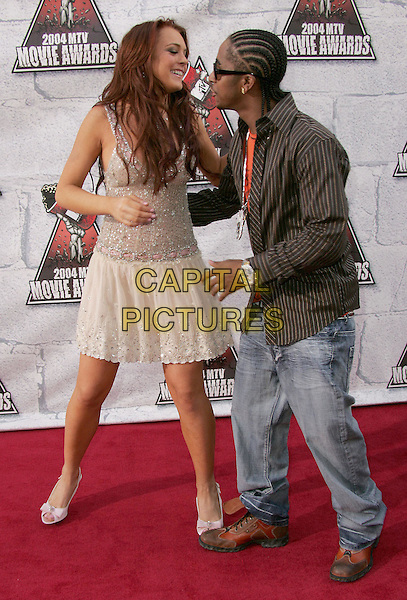 LINDSAY LOHAN & OMARION.at the 2004 MTV Movie Awards held at The Sony Picture Studios in Culver City, .California,.June 6th 2004.full length full-length funny hugging cream dress.*UK sales only*.www.capitalpictures.com.sales@capitalpictures.com.©Capital Pictures