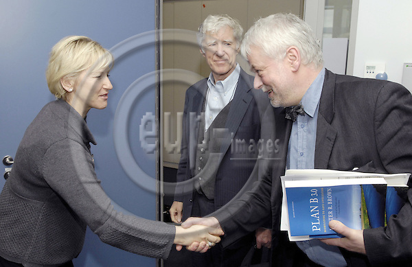 Brussels-Belgium - 04 March 2008---Lester Russell BROWN (ce), US-environmentalist and Founder / President of the Earth Policy Institute and Founder of the Worldwatch Institute, meets with Margot WALLSTRÖM (le)(Wallstroem, Wallstrom), Vice-President of the European Commission; here, with ex-MEP Frank SCHWALBA-HOTH (ri)---Photo: Horst Wagner / eup-images