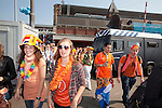 Amsterdam, 30 april 2011.Koninginnedag op en rond Amsterdam Centraal Station; feestvierders arriveren in Amsterdam..Foto Felix Kalkman