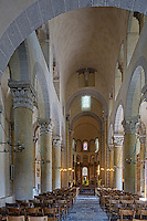 Europe/France/Auverne/63/Puy-de-Dôme/Parc Naturel Régional des Volcans/Saint-Nectaire: L'église de Saint-Nectaire est une église romane- la nef et le choeur