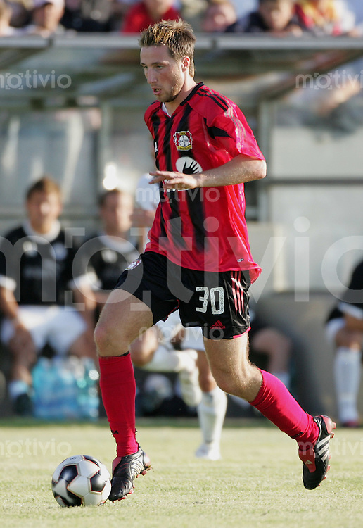 Fussball International Testspiel FC Wil - Bayer Leverkusen Rene Schnitzler (Bayer) am Ball