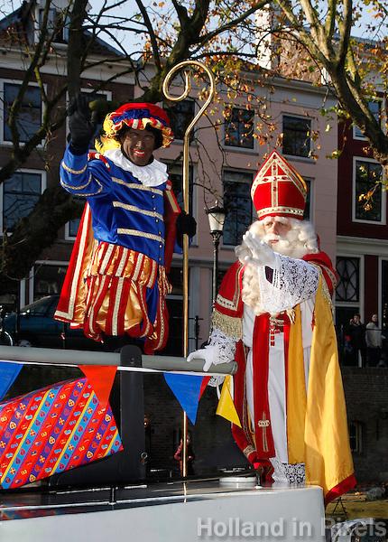 Sinterklaas en Zwarte Piet op de pakjesboot in Utrecht