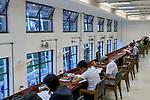 Pessoas lendo livros, biblioteca Mario de Andrade, Sao Paulo. 2018. Foto de Juca Martins.
