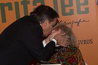 SÃO PAULO, SP, 16.11.2016 -  RITA LEE - Ronnie Von prestigia a cantora Rita Lee durante o lançamento de sua autobiografia, na Livraria Cultura do Conjunto Nacional, na Avenida Paulista, em São Paulo, nesta quarta-feira, 16. (Foto: Ciça Neder / Brazil Photo Press)
