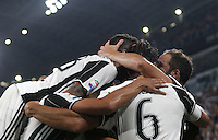 Calcio, Serie A: Juventus vs Fiorentina. Torino, Juventus Stadium, 20 agosto 2016.<br /> Juventus&rsquo; Gonzalo Higuain, right, celebrates with teammates after scoring the winning goal during the Italian Serie A football match between Juventus and Fiorentina at Turin's Juventus Stadium, 20 August 2016. Juventus won 2-1.<br /> UPDATE IMAGES PRESS/Isabella Bonotto
