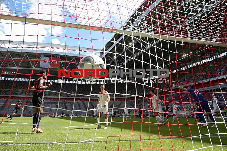 Tor zum 0-1 von Florian NIEDERLECHNER  (FC Augsburg),<br />Hintertorkamera,Hintertorperspektive.<br /><br />Fussball 1. Bundesliga, 33.Spieltag, Fortuna Duesseldorf (D) -  FC Augsburg (A), am 20.06.2020 in Duesseldorf/ Deutschland. <br /><br />Foto: AnkeWaelischmiller/Sven Simon/ Pool/ via Meuter/Nordphoto<br /><br /># Editorial use only #<br /># DFL regulations prohibit any use of photographs as image sequences and/or quasi-video #<br /># National and international news- agencies out #