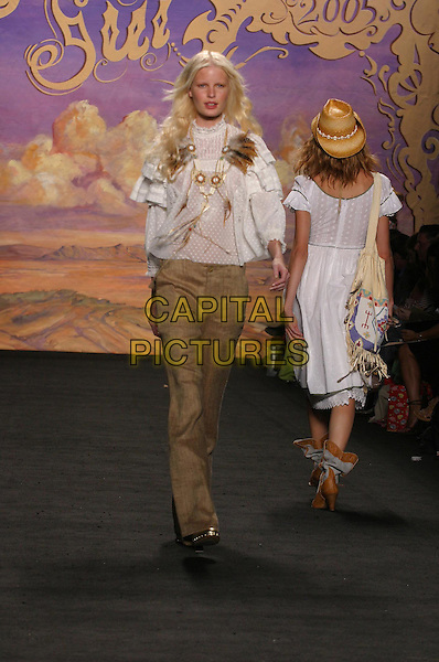 MODEL.in Anna Sui Fashion Show (Spring 2005).*Editorial Use Only*.www.capitalpictures.com.sales@capitalpictures.com.Supplied by Capital Pictures.