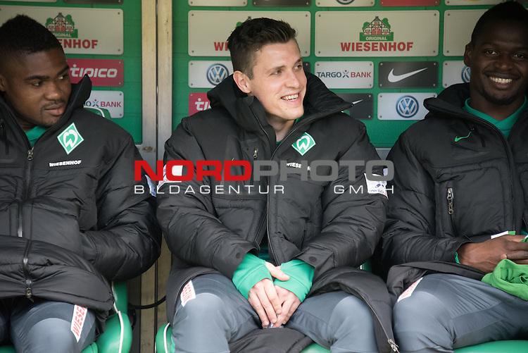 04.04.2015, Weser Stadion, Bremen, GER, 1.FBL. Werder Bremen vs 1. FSV Mainz 05, im Bild<br /> <br /> <br /> Zlatko Junuzovic (Bremen #16) auf der Erstzbank<br /> C&eacute;dric Makiadi (Bremen #6)<br /> und Assani Lukimya (Bremen #5)<br /> <br /> Foto &copy; nordphoto / Kokenge