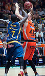 Valencia BC's Justin Hamilton and Herbalife Gran Canaria's Sitapha Savane during ACB match. November 29, 2015. (ALTERPHOTOS/Javier Comos)