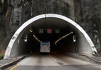 COLOMBIA-TOLIMA- 9-09-2014. Carreteras ,transporte por carreteras , camiones, tractomulas . roads , trucks , tunel , tunel El Boqueron , .Photo: VizzorImage/ Felipe Caicedo / Staff