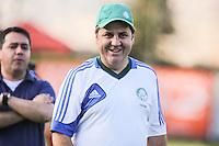 O treinador do Palmeiras Gilson Kleina durante treino na Academia de Futebol, no bairro da Barra Funda, na zona oeste de São Paulo, nesta segunda-feira, 09. (Foto: William Volcov / Brazil Photo Press).