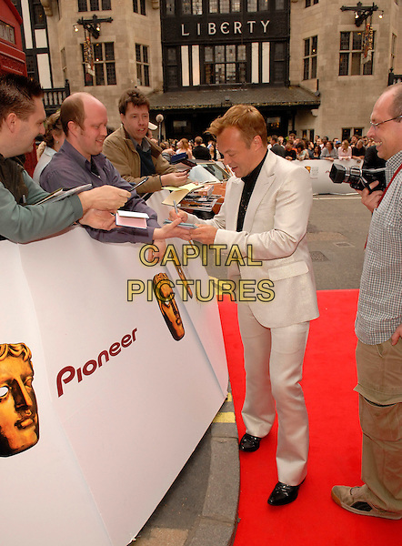 GRAHAM NORTON.Red Carpet Arrivals at The British Academy Television Awards (BAFTA) Sponsored by Pioneer, held at the London Palladium, London, England, May 20th 2007..full length grey silver suit signing autographs.CAP/FIN.©Steve Finn/Capital Pictures.