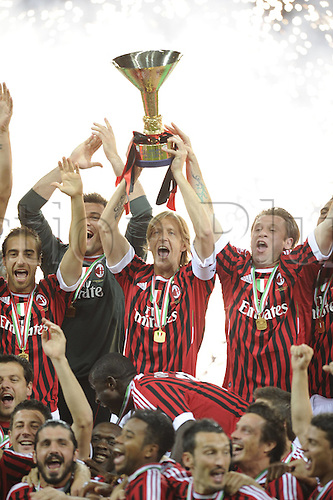 14 05 2011  Series A Milan Cagliari  Photo Massimo Ambrosini holds up the trophy . AC Milan drew 0-0 with Cagliari but won the Serie A tile for the 18th time.