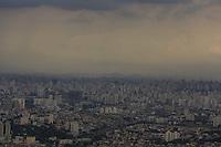SAO PAULO, SP, 23.01.2014 - CLIMA TEMPO / CIDADE SAO PAULO - Vista de nuvens carregadas sobre a cidade de São Paulo, nesta quinta-feira, 23. (Foto: William Volcov / Brazil Photo Press).
