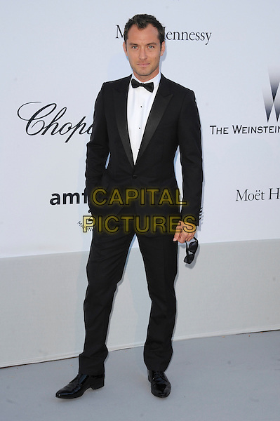 JUDE LAW .arriving at the amFAR Cinema Against Aids Gala during the 64th Cannes Film Festival, Hotel Du Cap, Eden Roc, Antibes, France, May 19th 2011..full length black tuxedo tux bow tie .CAP/CAS.©Bob Cass/Capital Pictures.
