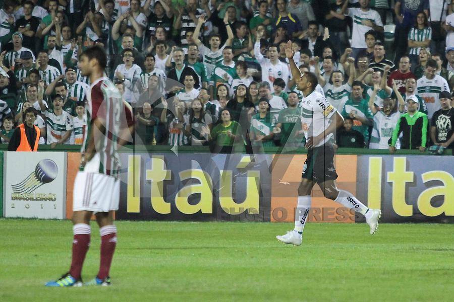 CURITIBA, PR, 16 DE JULHO 2011 &ndash; CORITIBA X FLUMINSES &ndash; Pereira (d), do Coritiba, comemora o segundo gol do Alviverde contra o Fluminense v&aacute;lida pela 10&ordf; rodada do Campeonato Brasileiro. O jogo aconteceu na noite de s&aacute;bado (16), no Est&aacute;dio Couto Pereira.<br /> (FOTO: ROBERTO DZIURA JR./ NEWS FREE)