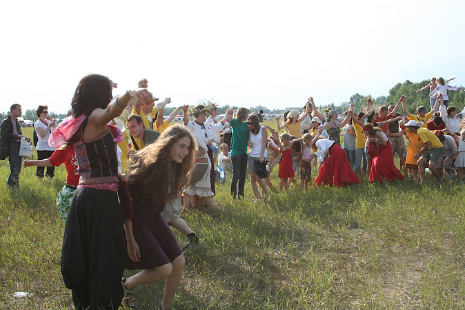 Iwana-Kupala-Nacht in der Ukrane: ein slawisches Fest zur Sommersonnenwende. / Ivana Kupala Night in Ukraine: a Slavic celebration relates to the summer solstice.