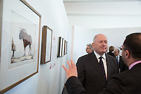 LE GENERAL SIR PETER COSGROVE, GOUVERNEUR GENERAL DíAUSTRALIE - VERNISSAGE DE LíEXPOSITION 'LíåIL ET LA MAIN' A L'AMBASSADE D'AUSTRALIE