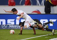 FUSSBALL   1. BUNDESLIGA  SAISON 2012/2013   9. Spieltag   VfB Stuttgart - Eintracht Frankfurt      28.10.2012 Christian Genanter (vorn, VfB Stuttgart) gegen Carlos Zambrano (Eintracht Frankfurt)